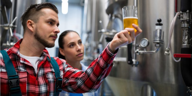 generic-brewer-brewery-workers-810x405